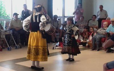 Actuación grupo folklórico